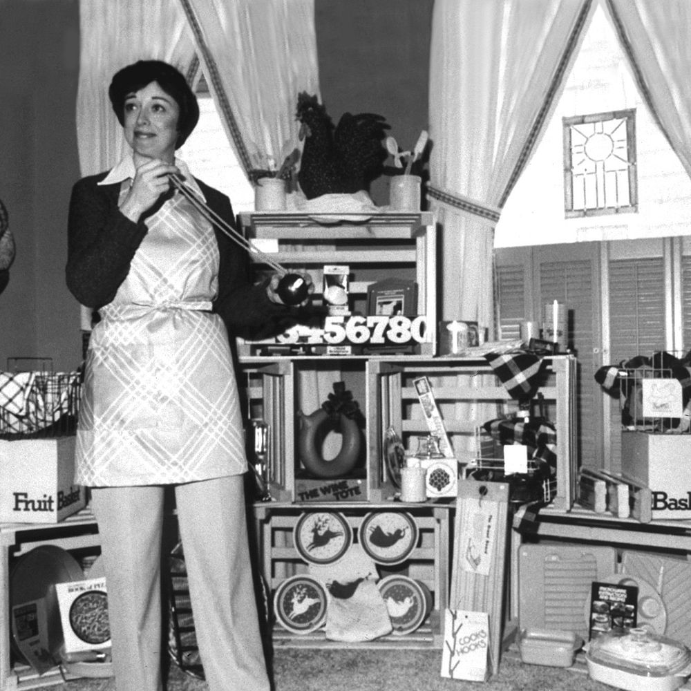 Doris Christopher in 1980 at a cooking show